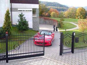 Γκαραζόπορτες και ρολά ασφαλείας | poulisdoors.gr